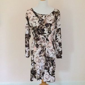 Beautiful floral dress - so easy to wear!
